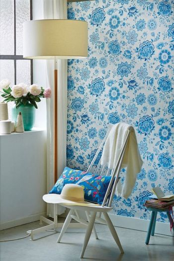 wallpaper-non-woven-vinyl-flowers-light-blue-pip-studio-folklore-chintz