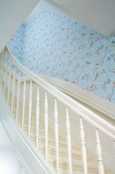 behang-vliesbehang-bloemen-vogel-licht-blauw-pip-studio-early-bird