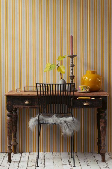 wallpaper-non-woven-vinyl-lines-ocre/caramel-pip-studio-blurred-lines
