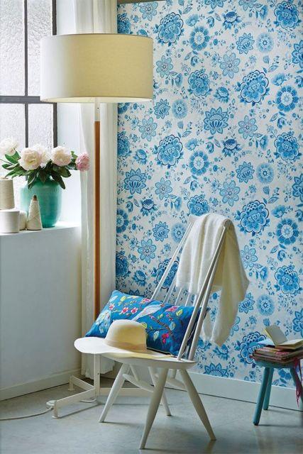 wallpaper-non-woven-vinyl-flowers-light-blue-pip-studio-folklore-chintz